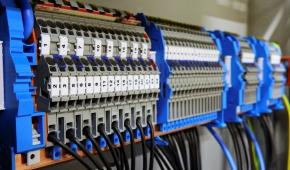 I vantaggi dell'outsourcing nella progettazione del quadro elettrico industriale